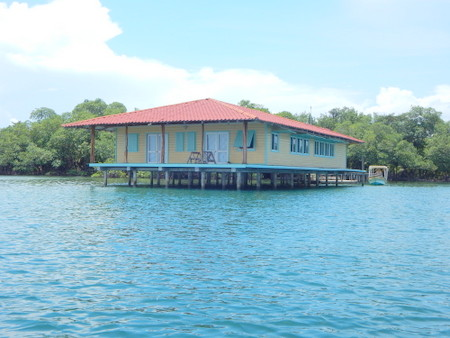 (IS-425) 9 ACRE PRIVATE ISLAND WITH HOUSE BUILT OVER THE WATER
