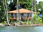 (BA-400) AFFORDABLE TITLED BEACHFRONT HOME ON BASTIMENTOS
